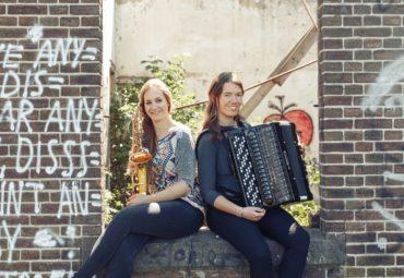 SaxYon – Marijke Schroer (sax) en Ellen Zijm